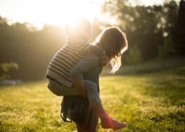 Dorfkinder lernen, forschen und spielen in der Natur